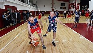 Vali Altıparmak'tan basketbol şov