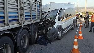 Otoyoldaki kazada 2 kişi hayatını kaybetti