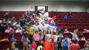 Minik Çocuklar Tiyatro İle Buluştu