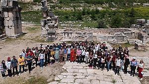Rektör Bağ, Öğrencileri ile Stratonikeia'yı Gezdi