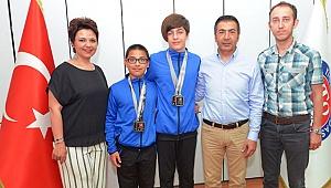 Başkan Erdoğan Şampiyon Yüzücülerle Buluştu