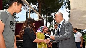 Acıpayamlı Öğrenciler Diplomalarını Vali Karahan'dan Aldı