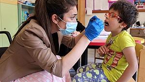 Görme Engelli Öğrencilere Ağız Ve Diş Bakımı