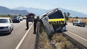 Denizli'de turistleri taşıyan otobüs devrildi: 5 yaralı