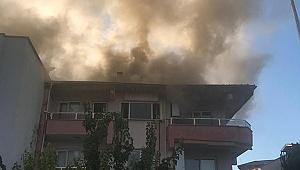 Binanın Çatısını Alevler Sardı