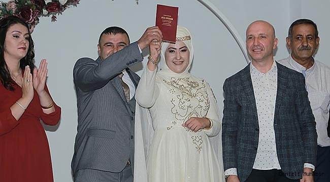 300 çiftin nikahını kıydı