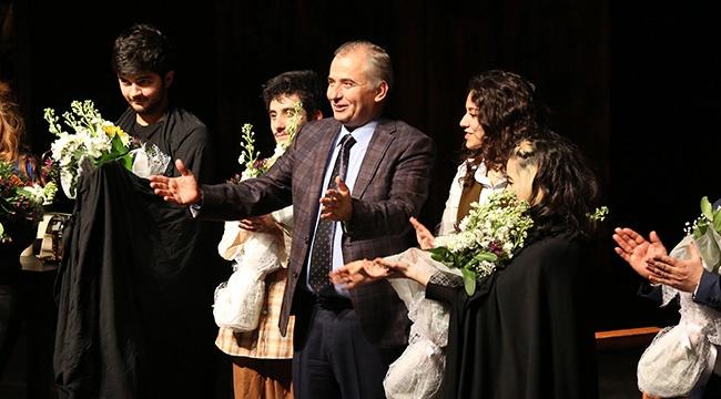 Büyükşehir Tiyatrosu ödüle doymuyor