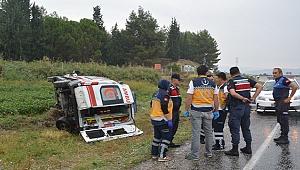 Sarayköy'de ambulans devrildi:5 yaralı