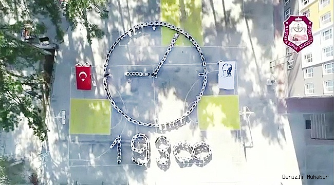 """Denizli'de liseliler Atatürk'e """"sonsuz"""" sevgilerini koreografiyle gösterdi"""