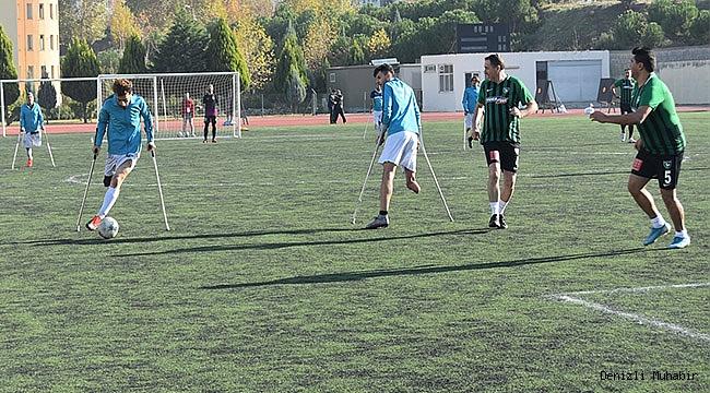 Denizlisporlu yöneticiler, ampute futbol takımıyla maç yaptı
