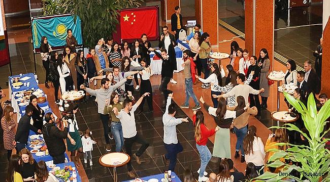 Farklı Ülkelerden Öğrenciler Birlikte Zeybek Oynadı