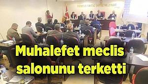 Muhalefet meclis salonunu terketti