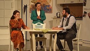 Sarayköy Kültür Merkezi, Geç Kalanlar tiyatro oyunu ile 2019'u uğurladı