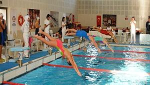 Sporcular, Kısa Kulvar'da Yarıştı