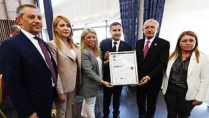 """Türkiye'de bir ilk """"ilçe örgütüne siyasette ıso-9001 kalite belgesi"""""""