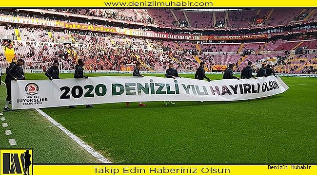 Denizlispor, Galatasaray maçına '2020 Denizli Yılı' pankartıyla çıktı