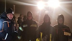 Karda mahsur kalan 2 teknisyen kurtarıldı