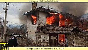 Denizli'de iki katlı ev çıkan yangında kullanılamaz hale geldi