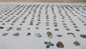 Denizli'de 570 parça sikke ve madalyon ele geçirildi