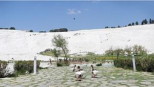 Dünyaca ünlü Pamukkale'de sessizlik hakim