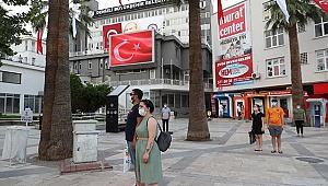 Büyükşehir'de dev ekrandan İstiklal Marşı