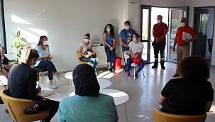 Berna Öztürk Covid Çağrı Merkezini ziyaret etti