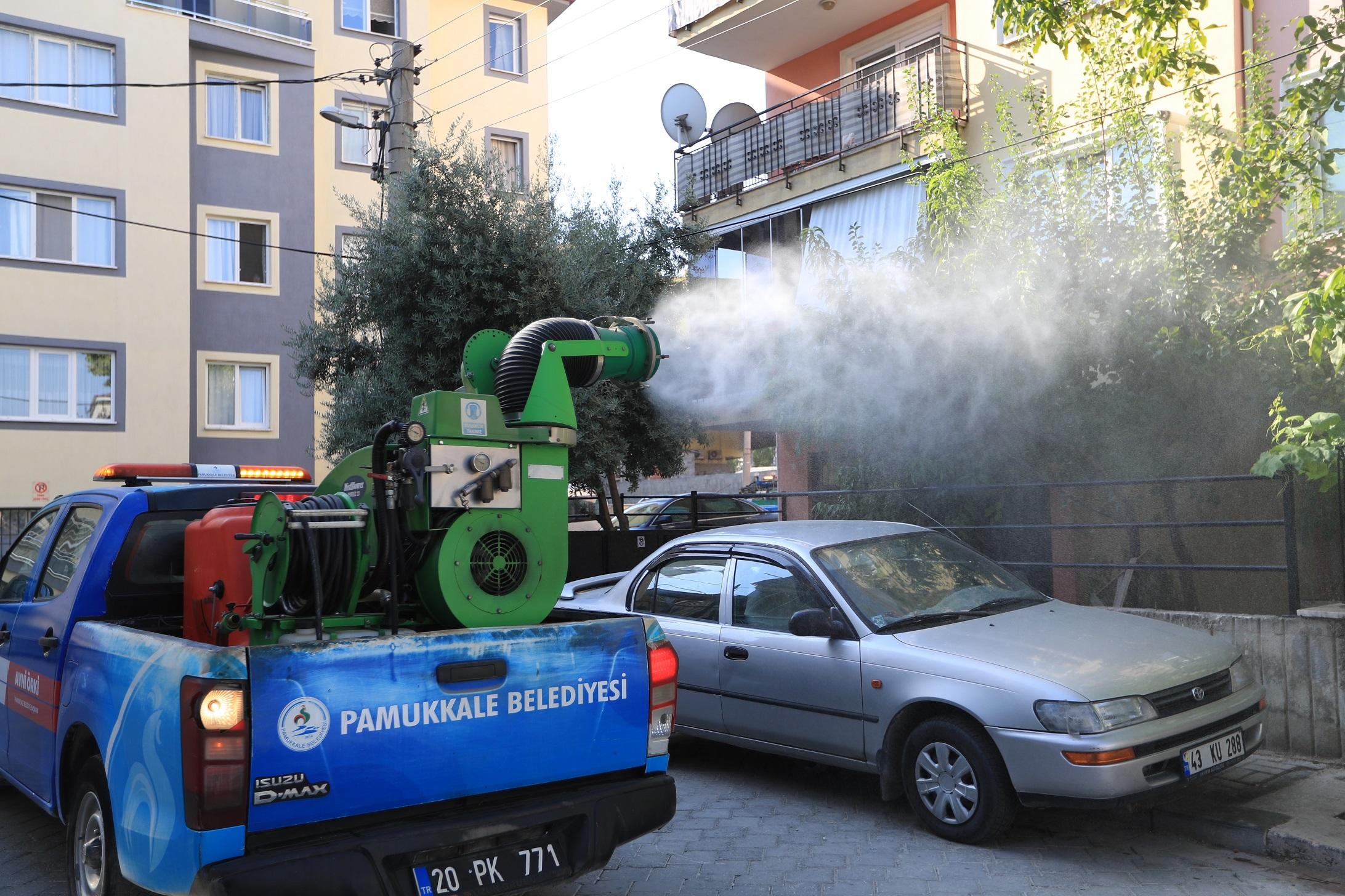 Pamukkale Belediyesi ilaçlamaya devam ediyor
