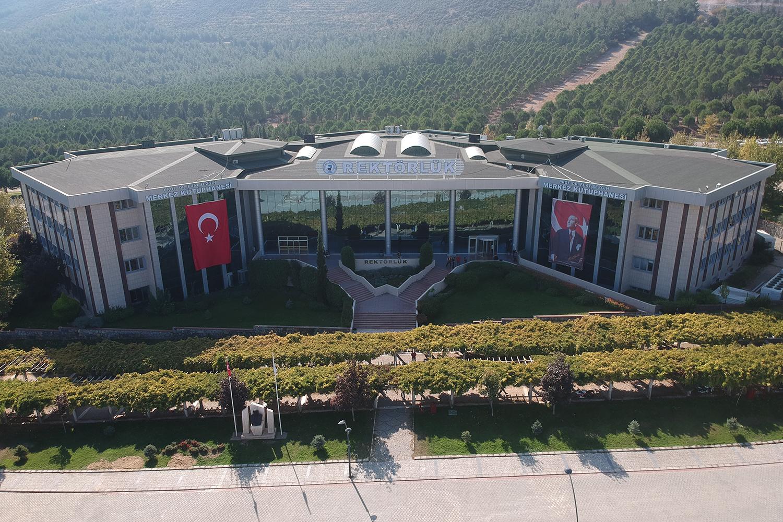 """Pamukkale Üniversitesi """"Öğrenci Merkezli Dijital Destekli Üniversite Eğitimi""""ne geçiyor."""