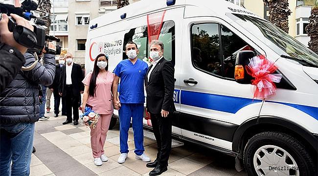 Hemşire önlüğü gelinlik, ambulans ise gelin arabası oldu