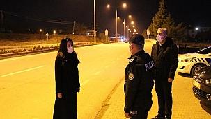 Çal Kaymakamı, görevi başındaki polis ve jandarma ekiplerinin yeni yılını tebrik etti