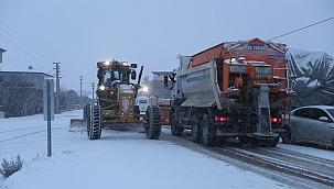 Merkezefendi Belediyesi karla mücadele ekiplerinden hummalı çalışma