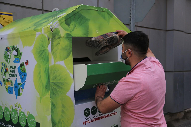 Tekstil atık kutuları yerleştiriliyor