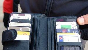 Bursa'da yolda buldukları cüzdanı sahibine teslim ettiler