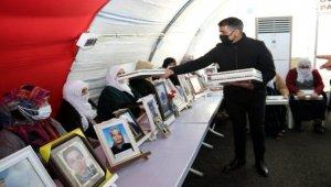 Bursa Osmangazi'den 'evlat nöbeti'ne destek