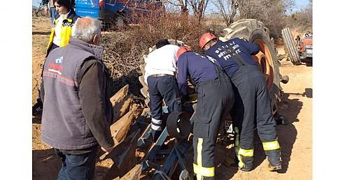 Çal'da Traktör kazası